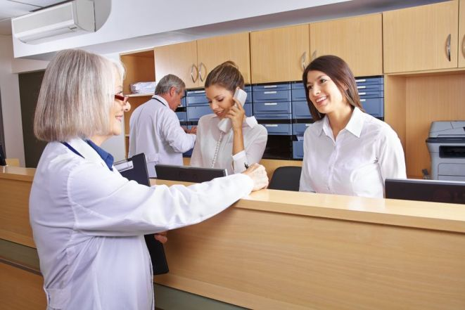3 Ways Digital Wayfinding & Signage Improve the Patient Experience