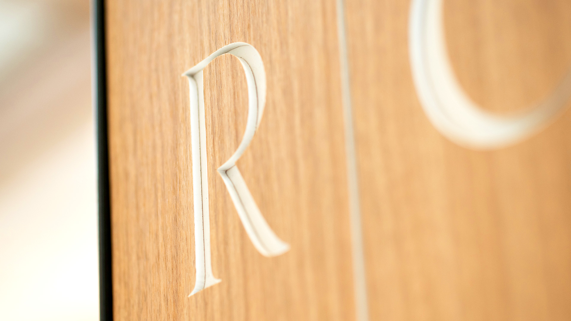Close up of the R on the Rosedale Center sign